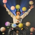 «Мячики и Зонтики» — баланс с вращающимися мячами